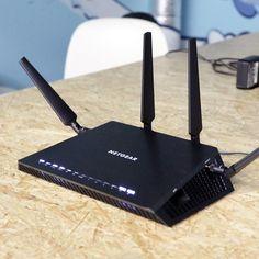 Luca, der eine wechselhafte Beziehung zu Technik pflegt, hat ein WLAN-Netzwerk gebaut und erzählt euch, wie's geht! #DIY #WLAN #WiFi #Internet #Router #Netgear #Netzwerk Internet Router, Walkie Talkie, Talk To Me, Electronics, Wi Fi, Relationship, Consumer Electronics