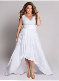 being I'm a plus size bride I kinda like this. #delicatecurves #fashionisforall #modeistfueralle