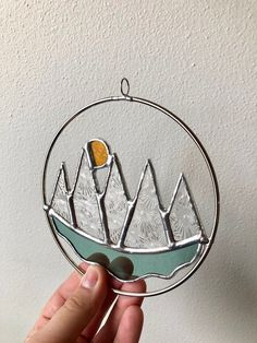 Stained Glass Geometric Nature Art Sun and Mountains - Cool Glass Art Designs Stained Glass Ornaments, Stained Glass Suncatchers, Stained Glass Lamps, Stained Glass Designs, Stained Glass Projects, Fused Glass, Blown Glass, Stained Glass Patterns Free, Clear Ornaments