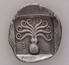 museum-of-artifacts: Greek coin with octopus. - Not In The History Books Antique Coins, Old Coins, Rare Coins, Ancient History, Art History, History Weird, History Books, History Museum, Objets Antiques