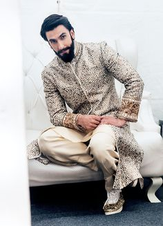 Fashion Wallpaper Aesthetic Ideas For 2019 Indian Men Fashion, New Fashion, Fashion Outfits, Unique Fashion, Bollywood Stars, Bollywood Fashion, Ranveer Singh Beard, Deepika Ranveer, Beard Look