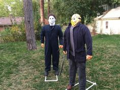 Holidays from Hell — Michael Myers and Jason lawn decorations. - Real Time - Diet, Exercise, Fitness, Finance You for Healthy articles ideas Halloween Lawn Decorations, Halloween Signs, Outdoor Halloween, Halloween Party Decor, Halloween Diy, Michaels Halloween, Halloween Playlist, Halloween Displays, Halloween 2019