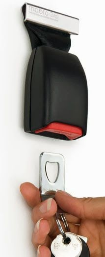 Key chain/holder from old seat belt buckles. Head to the local salvage yard and buy yourself a seat belt buckle and make one of these, great idea! Seat Belt Buckle, Belt Buckles, Key Chain Holder, Key Holders, Diys, Gadgets, Diy Projects, Diy Crafts, Good Things