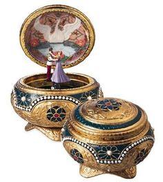 Amazon.com: Anastasia - Alexandra & Nicholas - Hinged Trinket Box: Home & Kitchen   MY BOYFRIEND GOT ME THISSSS <3