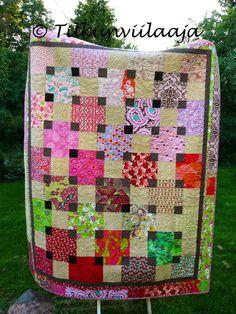 Sleeping Beauty's Daydream quilt by Tilkunviilaaja -- Ruususen päiväuni -tilkkupeitto. 160cm x 200cm