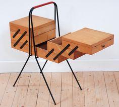 travailleuse vintage, bois clair, pieds métal, noir, années 60, style, forme et fonction, lucinevintage