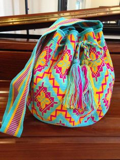 These gorgeous bags Mochilas are handcrafted by the women of Colombias Wayuu tribe who learn to crochet at an early age. Form Crochet, Crochet Chart, Learn To Crochet, Knit Crochet, Crochet Patterns, Tapestry Bag, Tapestry Crochet, Mochila Crochet, Crochet Purses