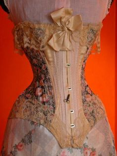 """Stunning Corset by """"B. Sonnenkalb"""" Hamburg 1904 Belonging to Vancouver-based, Canadian fashion collector and historian, Claus Jahnke. According to Melanie Talkington of Lace Embrace It belonged to a German countess living in Mexico! Vintage Corset, Victorian Corset, Vintage Lingerie, Vintage Underwear, Antique Clothing, Historical Clothing, Edwardian Fashion, Vintage Fashion, Look At My"""