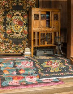 China closet and carpets, Bohemian style by Pfister Decor, Ivy House, Home, Bohemian Style Decor, Boho Decor, Rugs, Bohemian Home, Pfister, Chinese Furniture