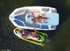 Wave Boat 444 converts a jet-ski into a five-seater boat Ski Boats, Cool Boats, Jet Ski Fishing, Wave Boat, Rib Boat, Sun Roof, Flavio, Boat Stuff, Water Toys