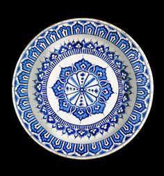 A large Iznik blue and white pottery Dish Turkey, circa - Bonny Modern Dinner Plates, Dinner Plate Sets, Turkish Art, Turkish Tiles, Ceramic Painting, Ceramic Art, Glazed Tiles, Tile Art, Ceramic Plates