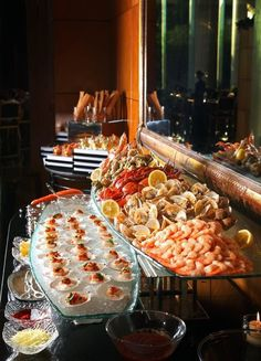 [tps_header]Today I'd like to share some ideas for sushi stations and bars and just some ways to serve this kind of food on your big day. Sushi and raw bars are always popular at any kind of wedding, this idea offers . Seafood Buffet, Seafood Platter, Seafood Dinner, Seafood Party, Seafood Boil, Sushi Bars, Raw Food Recipes, Seafood Recipes, Detox Recipes