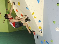 Beginner Climbing Course - Learn to climb safely and unsupervised on our comprehensive indoor climbing course for beginners.