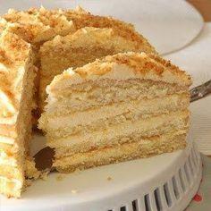 Tannie Lili se sjiffon vla koek Ek voel geëerd dat tannie Lili my vertrou het met hierdie wenner resep van haar, graag d… Baking Recipes, Cake Recipes, Dessert Recipes, Desserts, Custard Recipes, Kos, Cake Cookies, Cupcake Cakes, Bundt Cakes