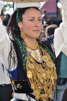 Portugal Faces (A beautiful face at the Mordoma Festival. Visit Portugal, Spain And Portugal, We Are The World, People Around The World, Folklore, Portuguese Culture, Hippy Chic, Estilo Boho, Ansel Adams