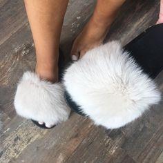 Online Shop 2018 New Fur Slides Women's Real Fox Fur Slippers Shoes Flip Flops Flat Fluffy Fur Retail Wholesale Fur Sliders, Ciabatta, Fox Fur, Real Women, Flip Flops, Slippers, Retail, Wattpad, Flat
