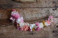 Tocado de flores preservadas para novia