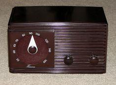 Vintage Meissner Bakelite 5-Tube Table Radio, from Meissner Mfg. Div., Maguire Industries, Inc. (IL).