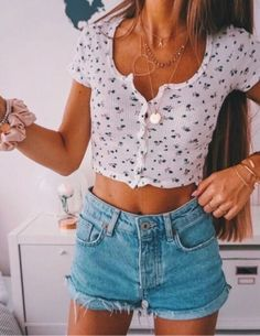 outfit inspo Casual Shredded Mini Denim Ideas, high waisted denim skirt , high waisted denim shorts, demin overall ideas to go out on date Casual Fall Outfits, Trendy Outfits, Summer Crop Top Outfits, Cute Outfits With Shorts, Winter Outfits, Crop Too Outfits, Summer Beach Outfits, Casual Summer Outfits Shorts, Cute Summer Outfits For Teens