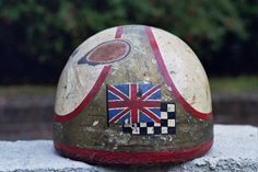 Mike Hailwoods Original Helmet. Photo: John Burgess  (via Davida.co.uk)