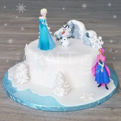 Disney Frozen Cake - For advice on how to make this fabulous but simple Frozen cake, please visit http://www.craftcompany.co.uk/simple-frozen-celebration-cake.html