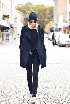 All black outfit, sneakers, and a beanie! Fashion Mode, Look Fashion, Fashion Outfits, Womens Fashion, Fashion Black, Trendy Fashion, Woman Outfits, Fashion Weeks, Milan Fashion