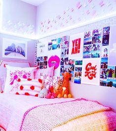 Cute Room Ideas, Cute Room Decor, Room Ideas Bedroom, Bedroom Decor, Bedroom Inspo, Preppy Bedroom, Preppy Dorm Room, Dorm Room Designs, College Dorm Rooms