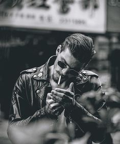 Excellent Photography Tips For Shooting Great Photos – Photography Portrait Photography Men, Smoke Photography, Photography Poses For Men, Street Photography, Male Models Poses, Male Poses, Cigarette Men, Photo Hacks, Men Photoshoot