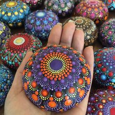 Powered by Rock Street Hand Painting Art, Stone Painting, Mandala Painted Rocks, Mandala Dots, Naive Art, Nature Decor, World Of Color, Stone Art, Rock Art