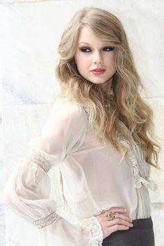 Taylor Swift Photo When Roberto Cavalli Fashion Show in Milan