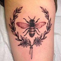 Resultado de imagem para tattoo de flower bee