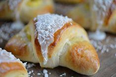 Er du glad i skoleboller? Hot Dog Buns, Doughnut, Food Inspiration, Food And Drink, Bread, Baking, Ethnic Recipes, Sweet, Desserts