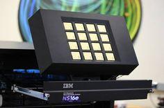 O novo processador da IBM é bem parecidos com o seu cérebro - http://www.showmetech.com.br/o-novo-processador-da-ibm-sao-bem-parecidos-com-seu-cerebro/