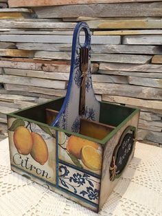Decoupage Vintage, Decoupage Box, Tin Can Crafts, Diy And Crafts, Decoupage Furniture, Diy Box, Wooden Boxes, Shadow Box, Painting On Wood