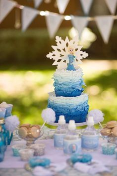 Frozen themed birthday party with Lots of REALLY CUTE IDEAS via Kara's Party Ideas | Cake, decor, printables, recipes, games, and MORE! KarasPartyIdeas.com #frozen #frozenparty #partyplanning #partyideas #partydecor #partystyling #eventplanner (3)