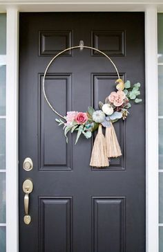 DIY Fall Hoop Wreath. So pretty and would look great on my front door this fall.