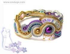 He encontrado este interesante anuncio de Etsy en https://www.etsy.com/es/listing/166237978/rio-de-oro-handmade-soutache-bracelet
