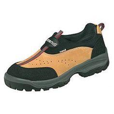 Zapato Maya S1 CI+P+SRC. EN ISO 20345:2007 Piel nobuck con cuello de Lycra-neopreno. Forro 100% poliamida y foamizado de color negro. Pala 100% poliamida y foamizado de color negro. Sin lengüeta. Plantilla interior antibacteriana. Suela de doble densidad de poliuretano. Puntera de acero. Horma extra ancha
