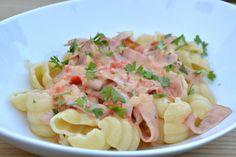 Baconsås med paprika & vitlök Pasta Salad, Potato Salad, Bacon, Potatoes, Ethnic Recipes, Food, Red Peppers, Crab Pasta Salad, Potato