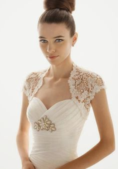 beautiful lace bridal dress