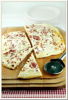 Recipe: Tarte Flambée d'Alsace - Elsässer Flamkuchen  Ingredients  Printable version of recipe here.  21g fresh yeast (approx. 1/2 cube)  600g all-purpose flour, you can also use whole wheat flour  1 teaspoon sugar  400g onions, thinly sliced  300g smokey bacon, cubed  250g sour cream  150g creme fraiche  6 tablespoons canola oil  Salt and pepper