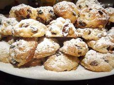 Biscotti pinoli ed uvetta della zia Esti Biscotti Biscuits, Biscotti Cookies, Great Desserts, Mini Desserts, Dessert Recipes, Italian Cookie Recipes, Italian Cookies, Almond Paste Cookies, Wonderful Recipe