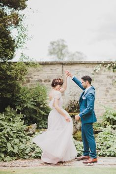 Romantic Garden Proposal Inspiration in the Cotswolds - Chic Vintage Brides : Chic Vintage Brides