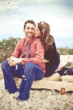 Pillow fight engagement photo shoot - how cute!