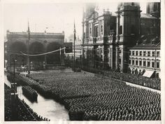 1935- First German conscripts since WWI are sworn in a elaborate ceremony before the Feldherrnhalle in Munich.