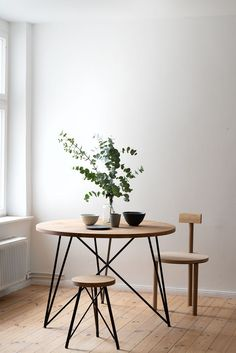 Small Round Oak & Steel Table by Philipp Roessler for NUTSANDWOODS for Shop with global insured delivery at Pamono.