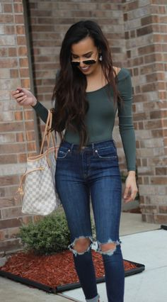 Ripped jeans outfit. Click through to shop.