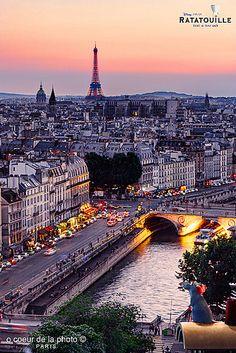 PARIS, FRANCE-- Centre Paris, La Seine, Eiffel Tower