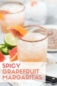 grapefruit cocktail It can feel like summer inside even if its cold outside with a pitcher of these gorgeous and refreshing Spicy Grapefruit Margaritas! Grapefruit Juice And Vodka, Grapefruit Margarita Recipe, Grapefruit Cocktail, Margarita Recipes, Cocktail Recipes, Drink Recipes, Jalapeno Margarita, Cocktail Ideas, Cocktail Drinks
