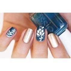 nail art zhostovo lotus flower
